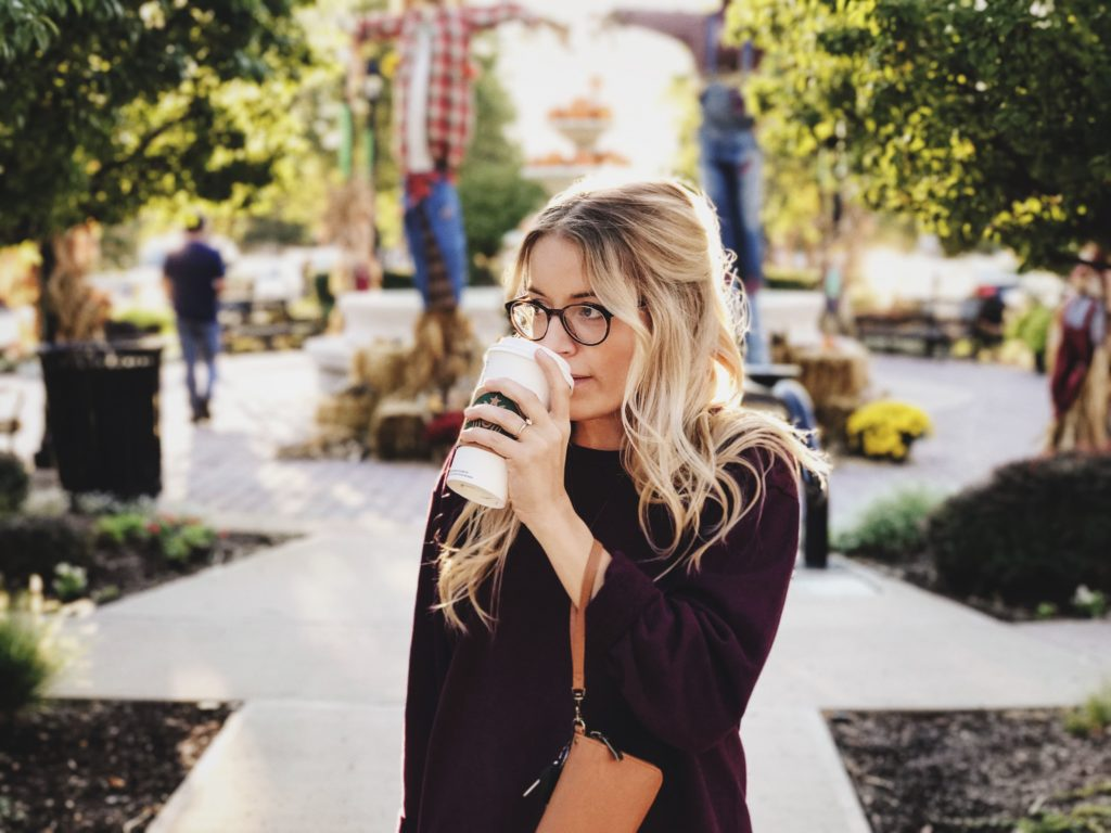 žena Kava