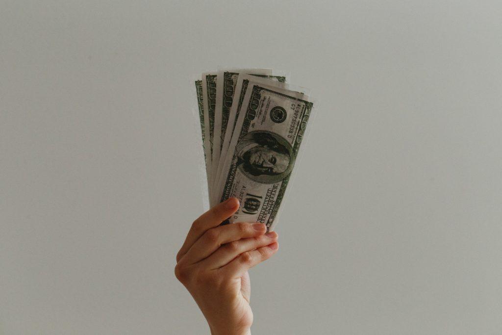 žene i novac